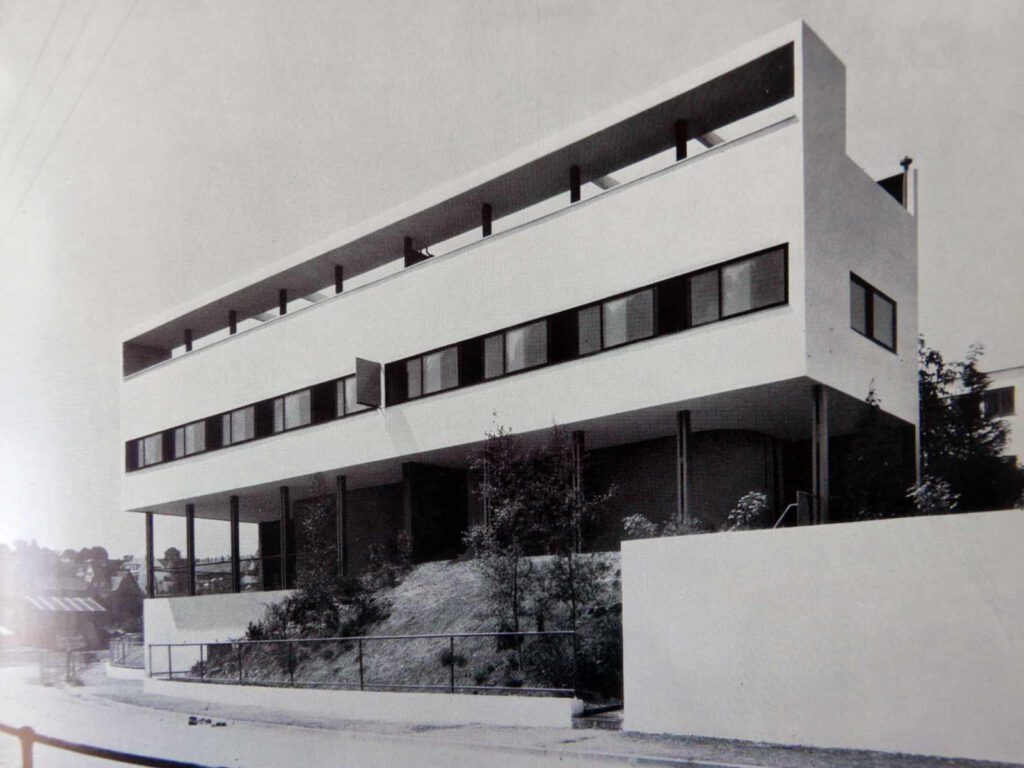 Arthur Korn: Glas im Bau und als Gebrauchsgegenstand (1929) Le Corbusier p 103